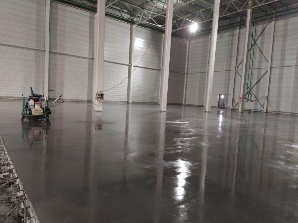 бетонный пол с топпингом